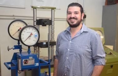 Aluno Sírio conheceu laboratórios de aulas práticas