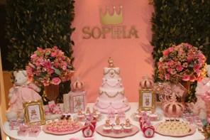 Decoração da Sophia tudo Rosa, detanlhe coroa de princesa
