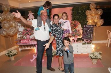 Paulo Cesar Grande,Claudia Mauro com filhos Pedro e Carolina e coleguinha Valentin